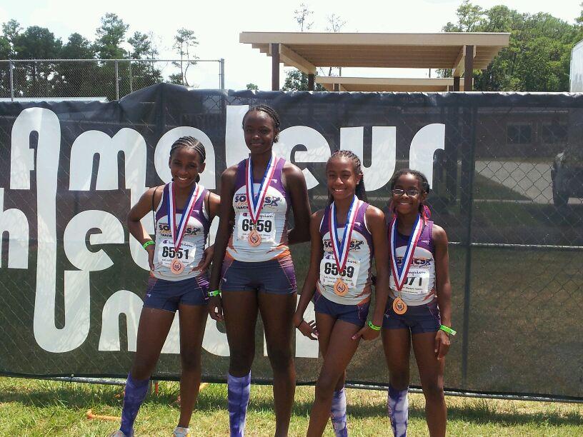 Midget Girls 4x100 relay medalists