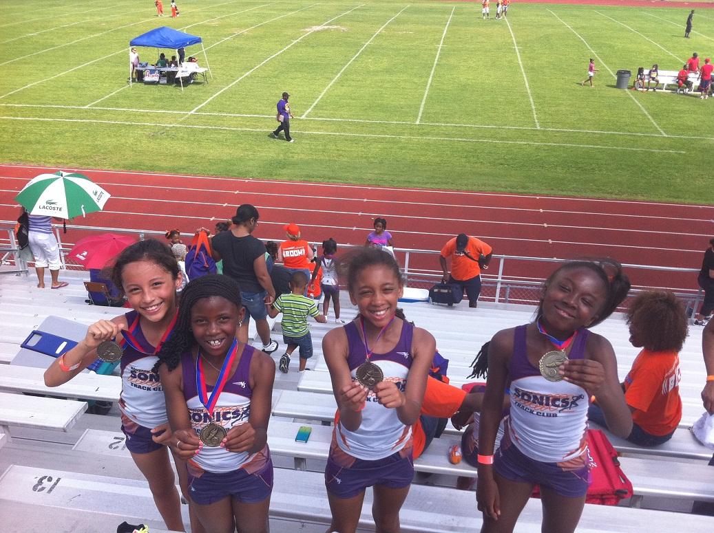 Bantam Girls 4x400 relay champs