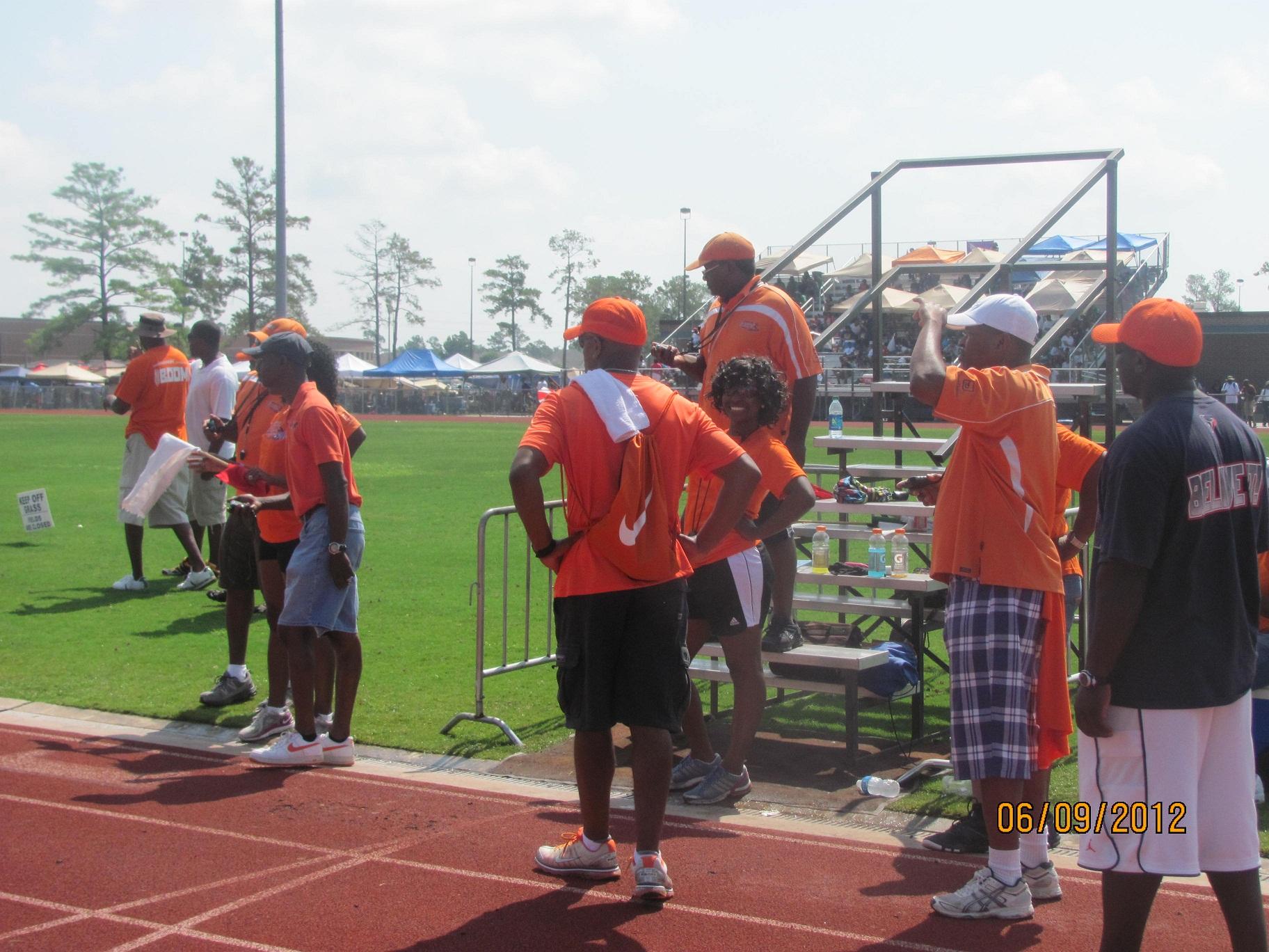 Sonics volunteers working the finish line