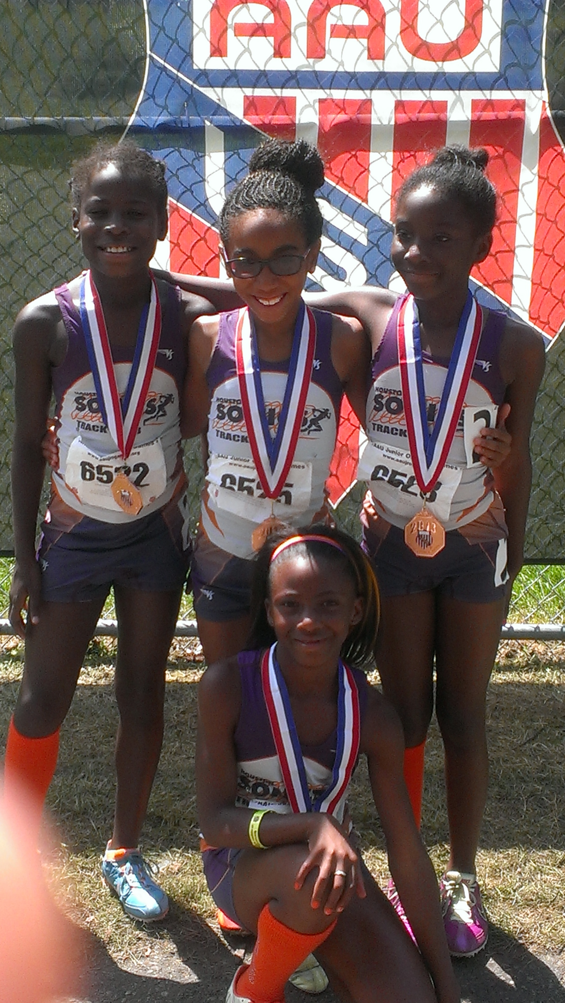 9-10 Girls 4x400 relay medalists