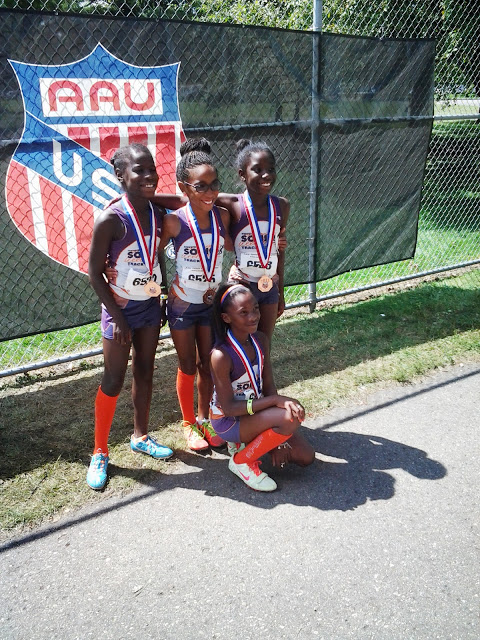 9-10 girls 4x400 medalists