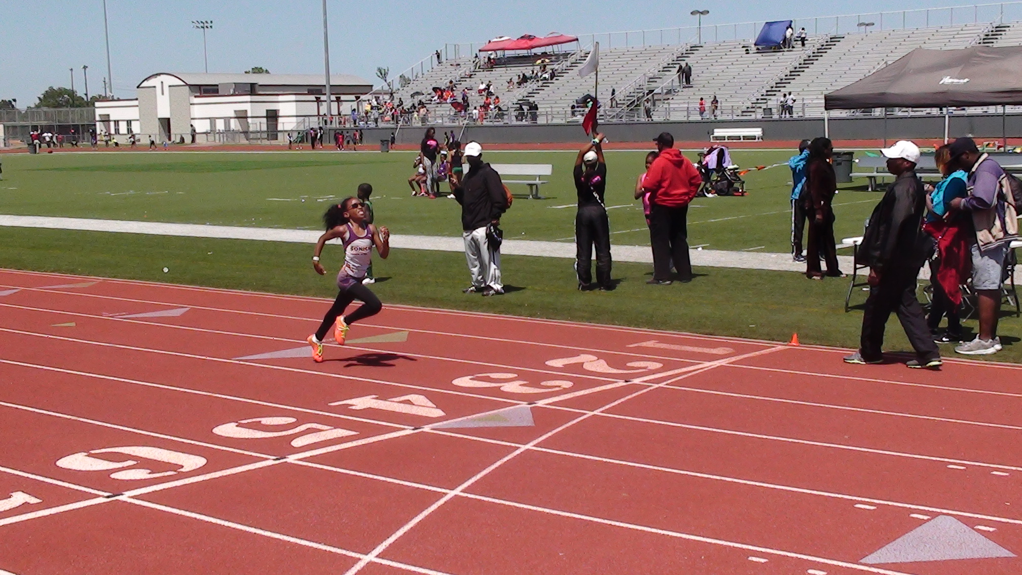 Nylah leaves the competition behind in the 200