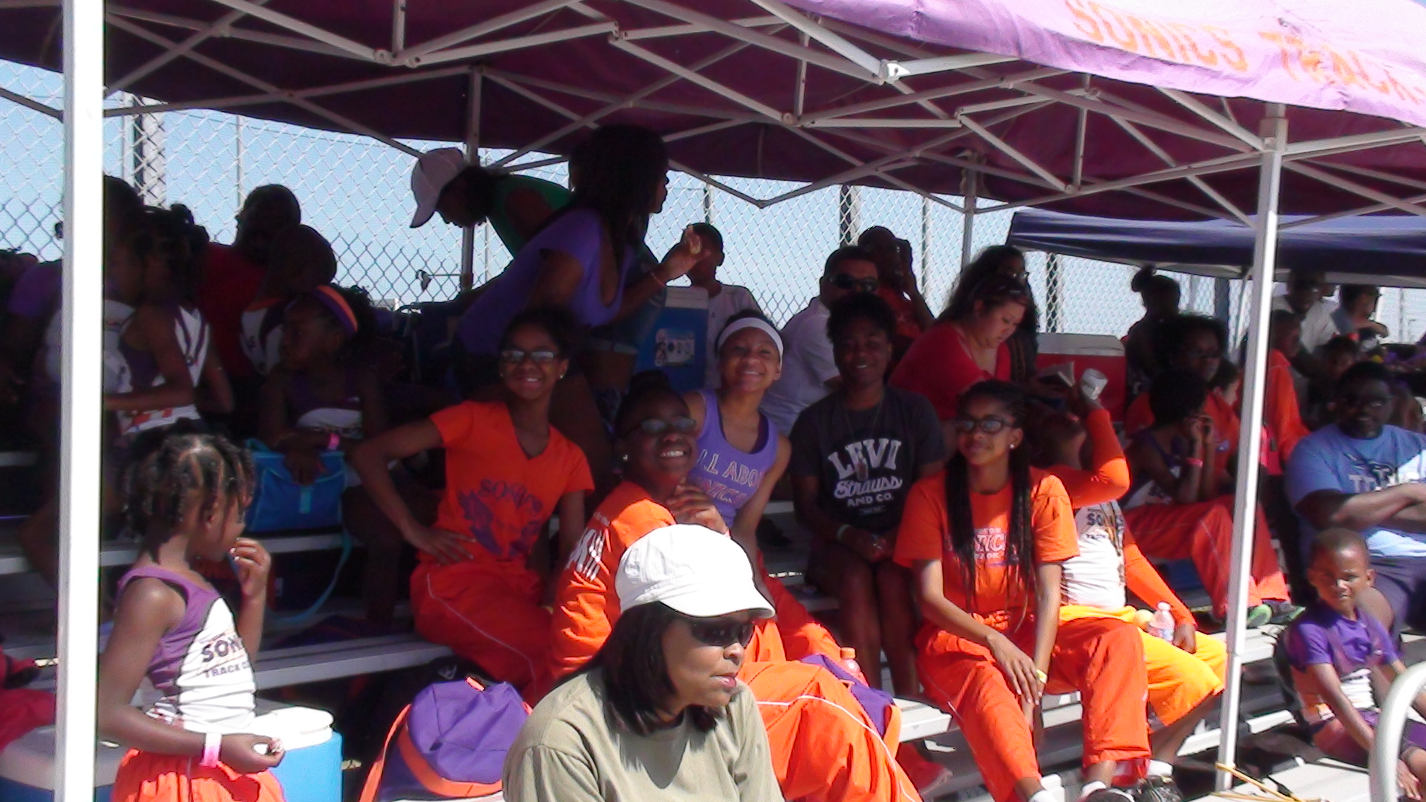 Sonics athletes staying cool under the tent
