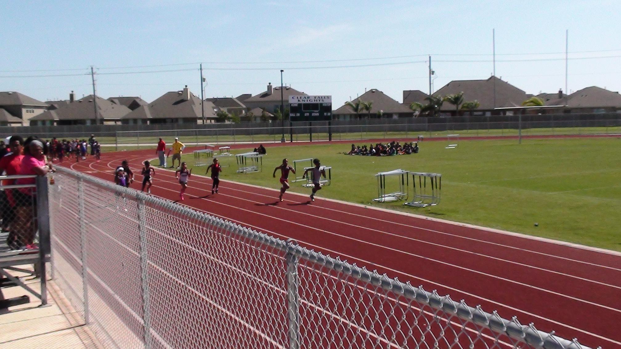 Anyssa running the 100m