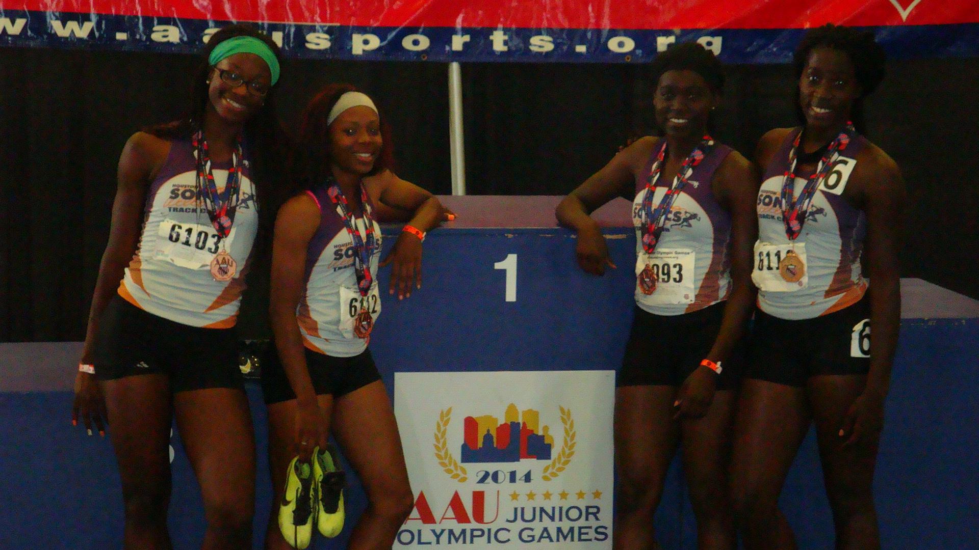 17-18 women 4x400 medalists