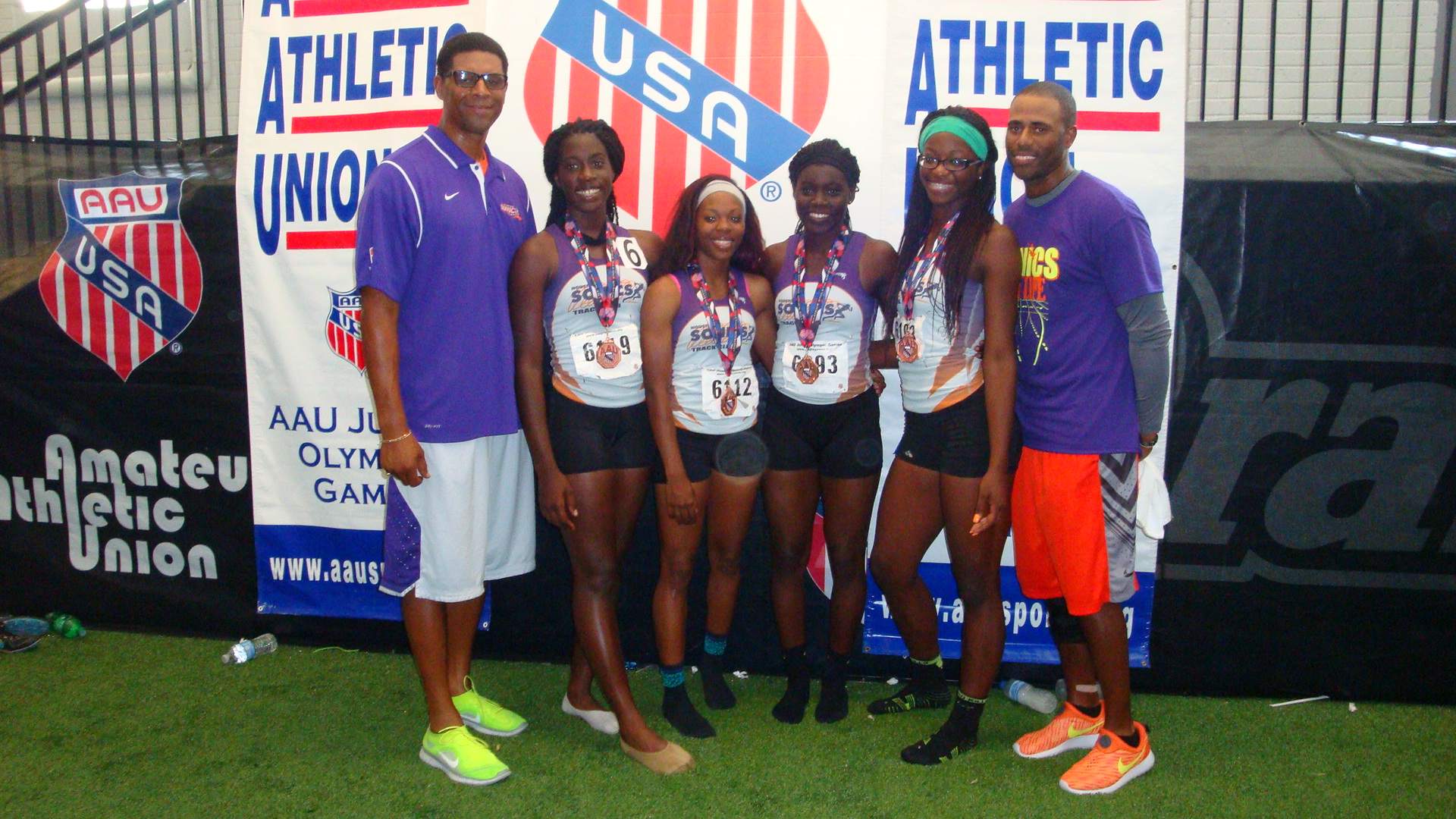 17-18 women 4x400 team and coaches
