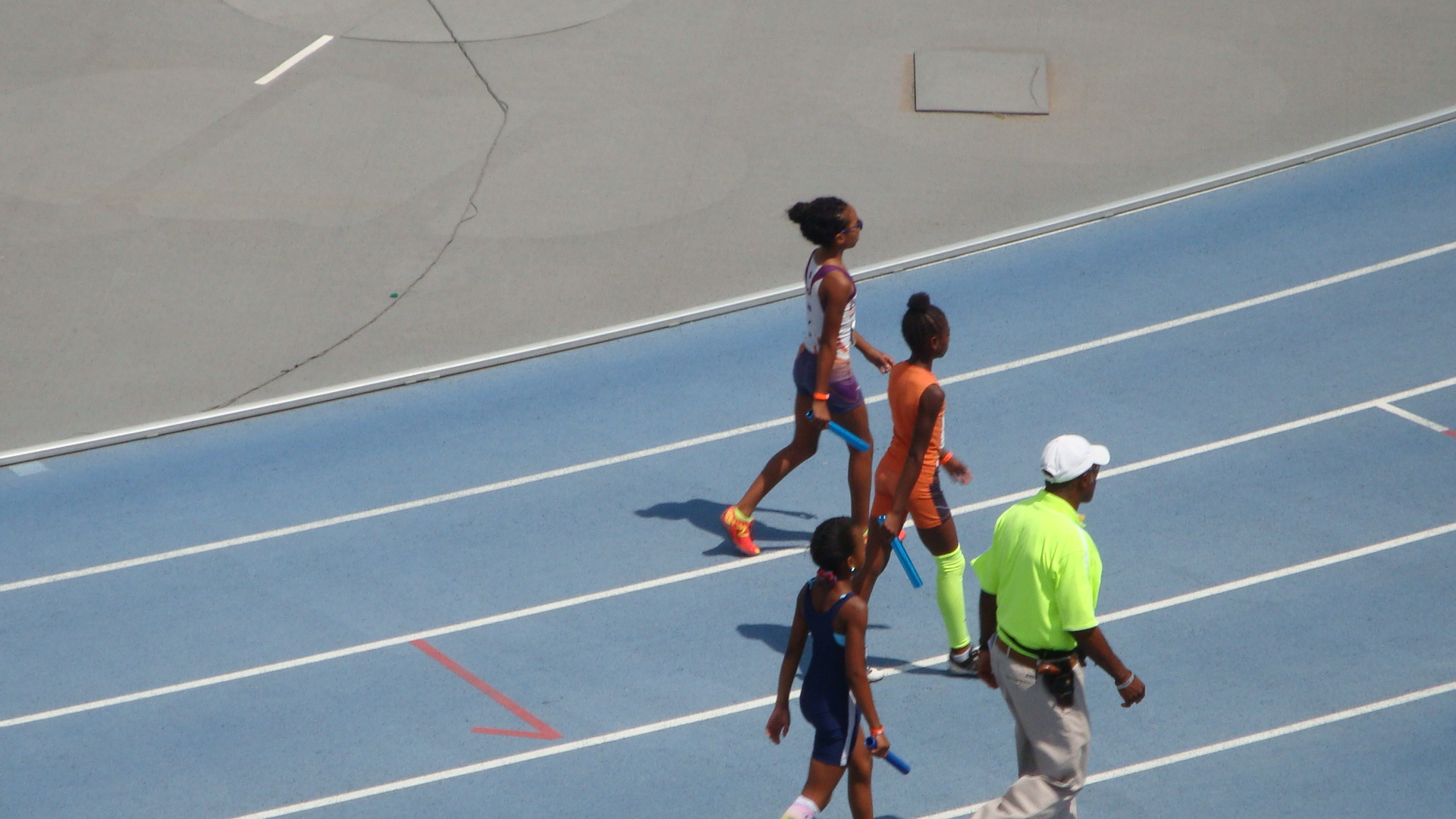 Nylah comes out for the 4x400 relay