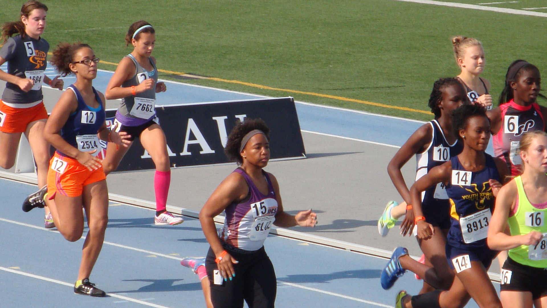 Sarah takes off in the 1500m
