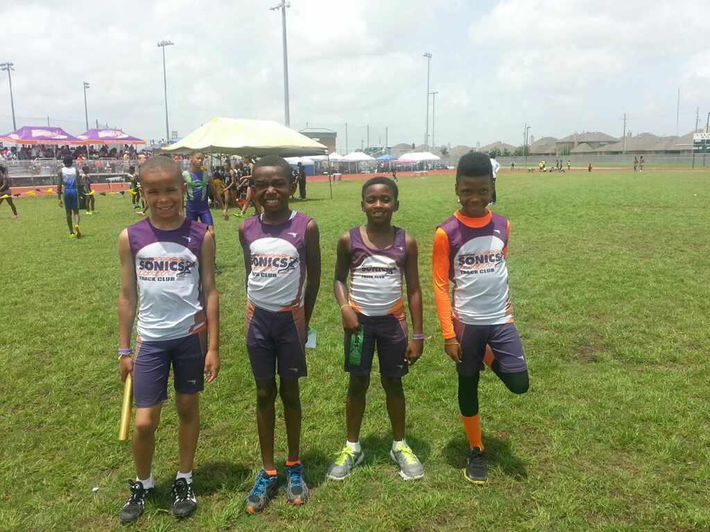 Bantam boys 4x100 relay