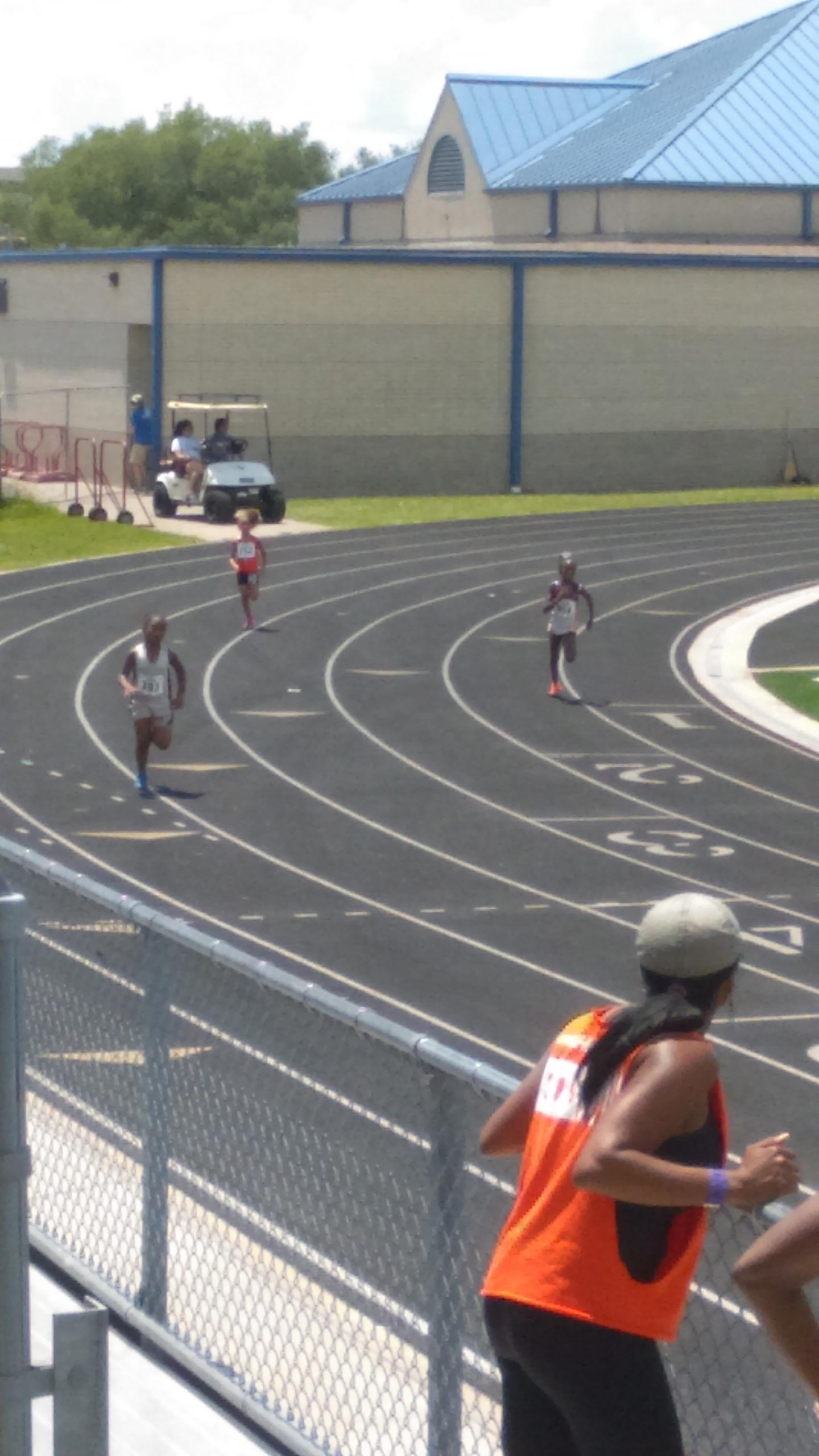 Amelia running the 400