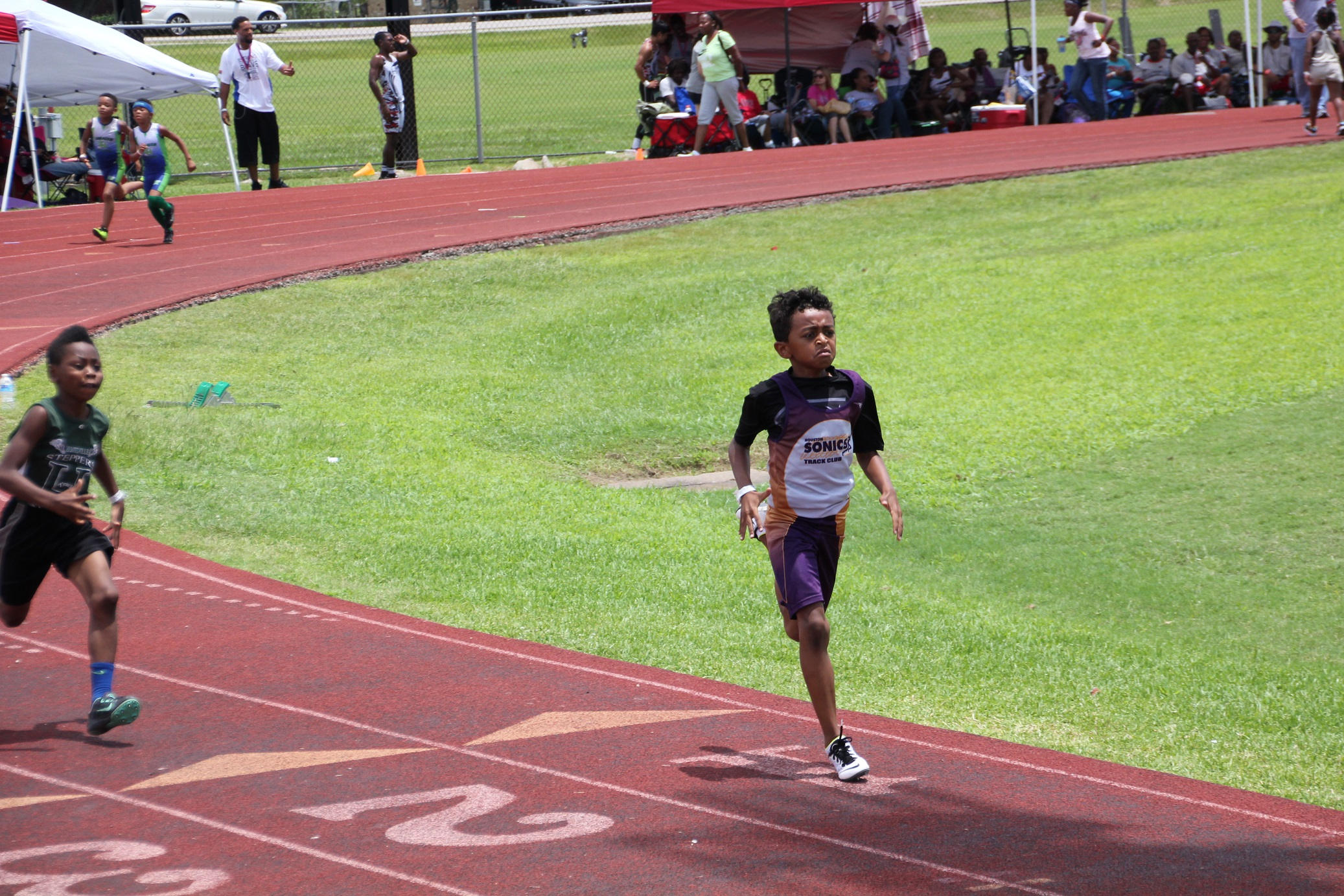 Connor running the 400m