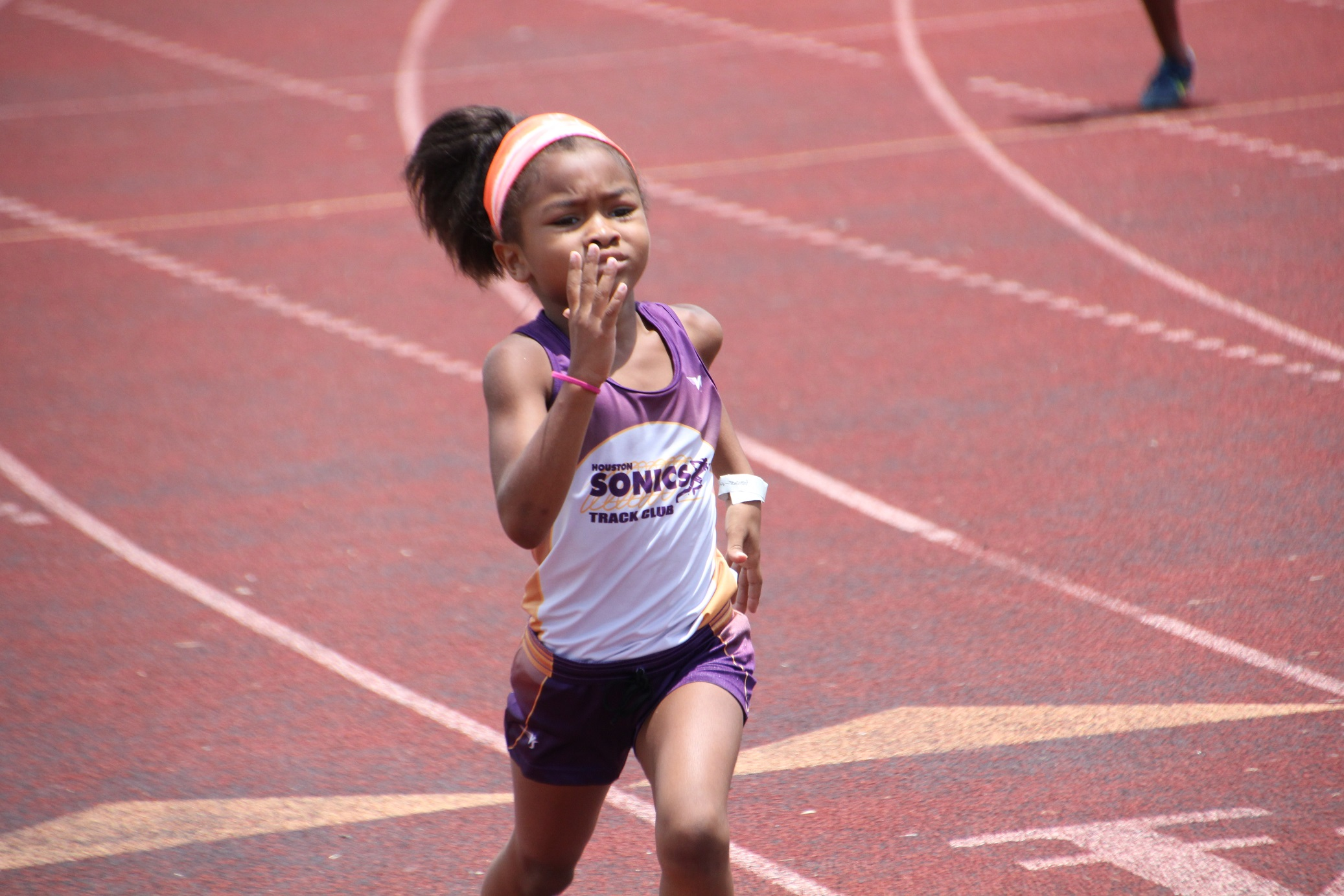 Kamaryn running the 400m