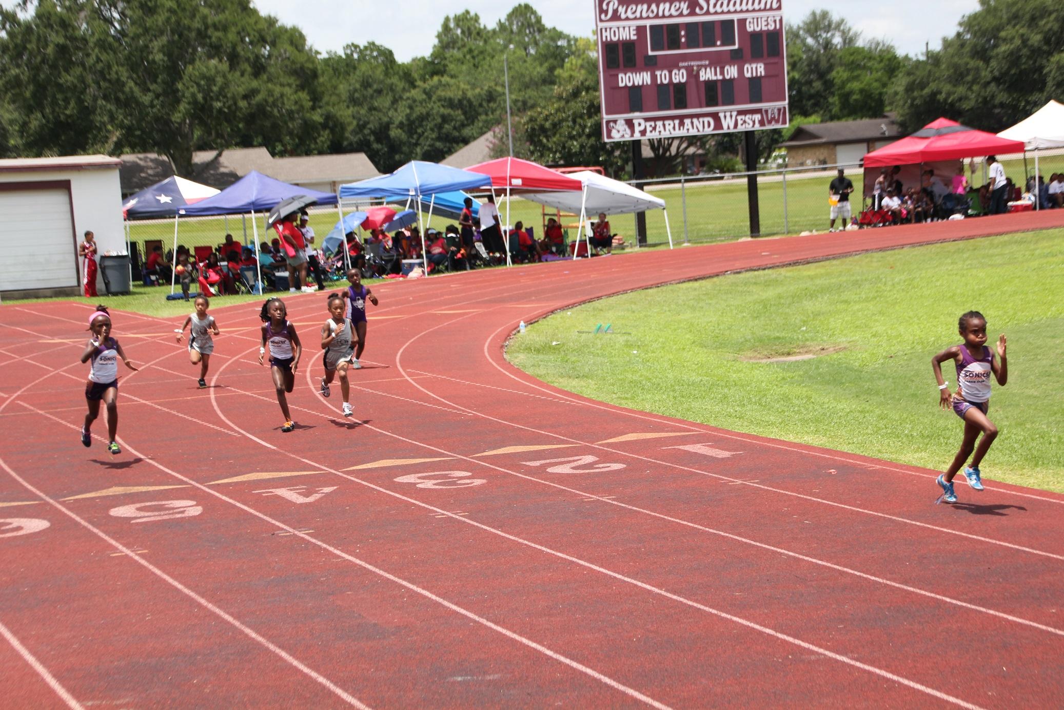 Ryann, Amelia, and Kylah running the 400m