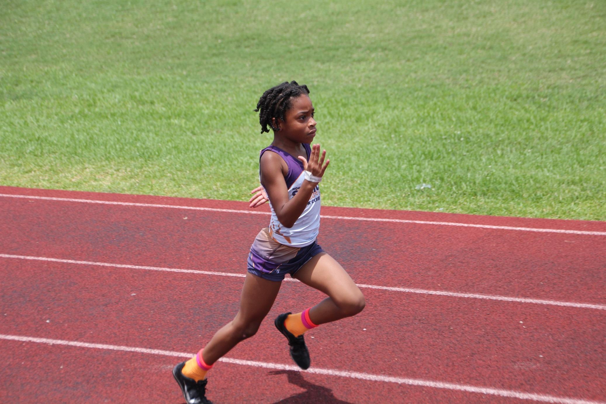 Shakira running the 200m