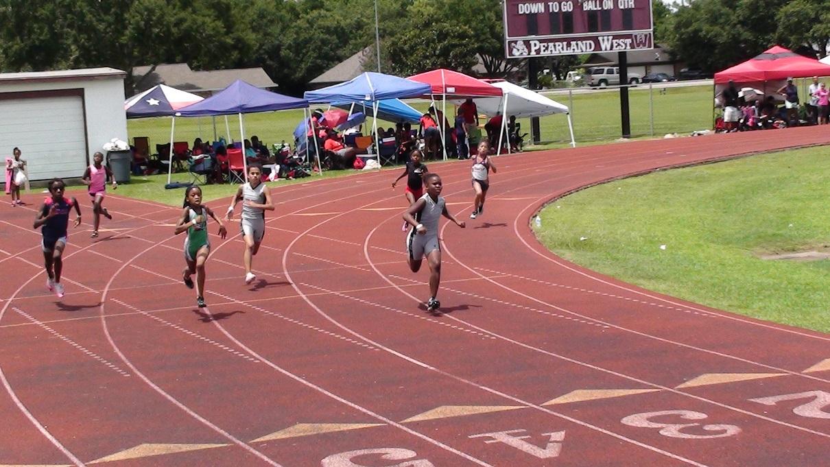 Anyssa running the 200m