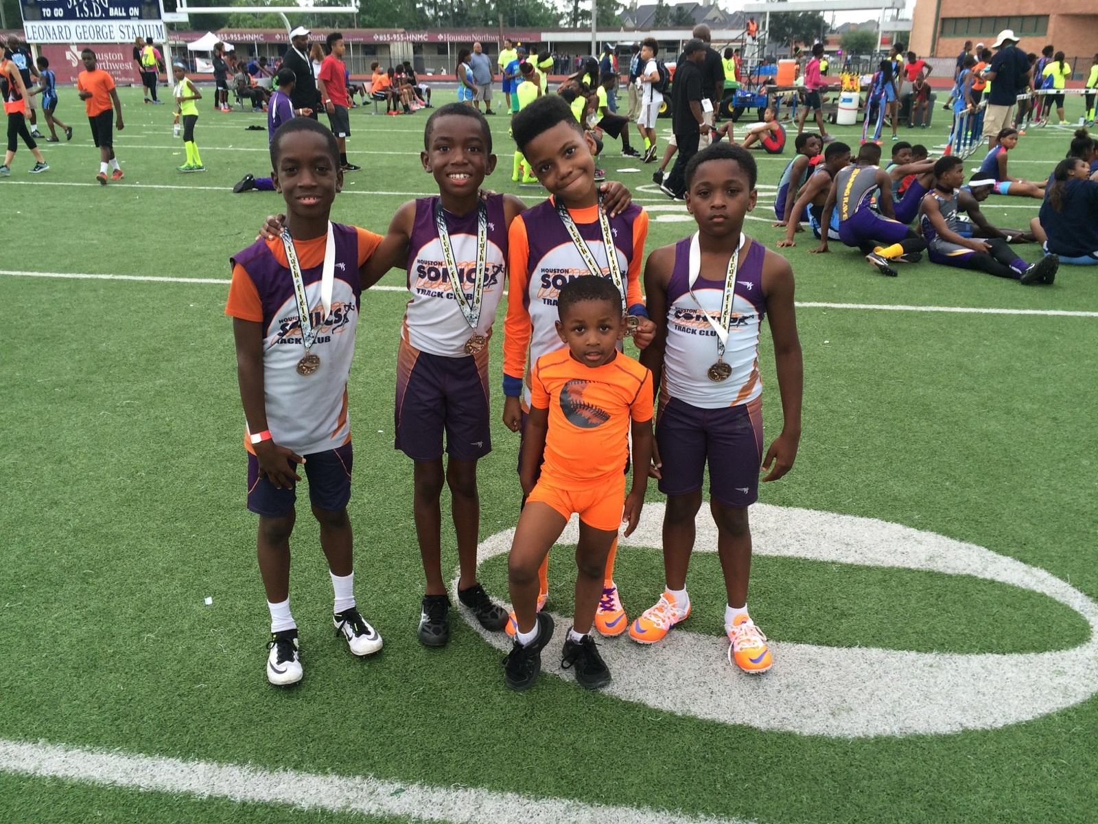 Bantam Boys 4x400 relay champs