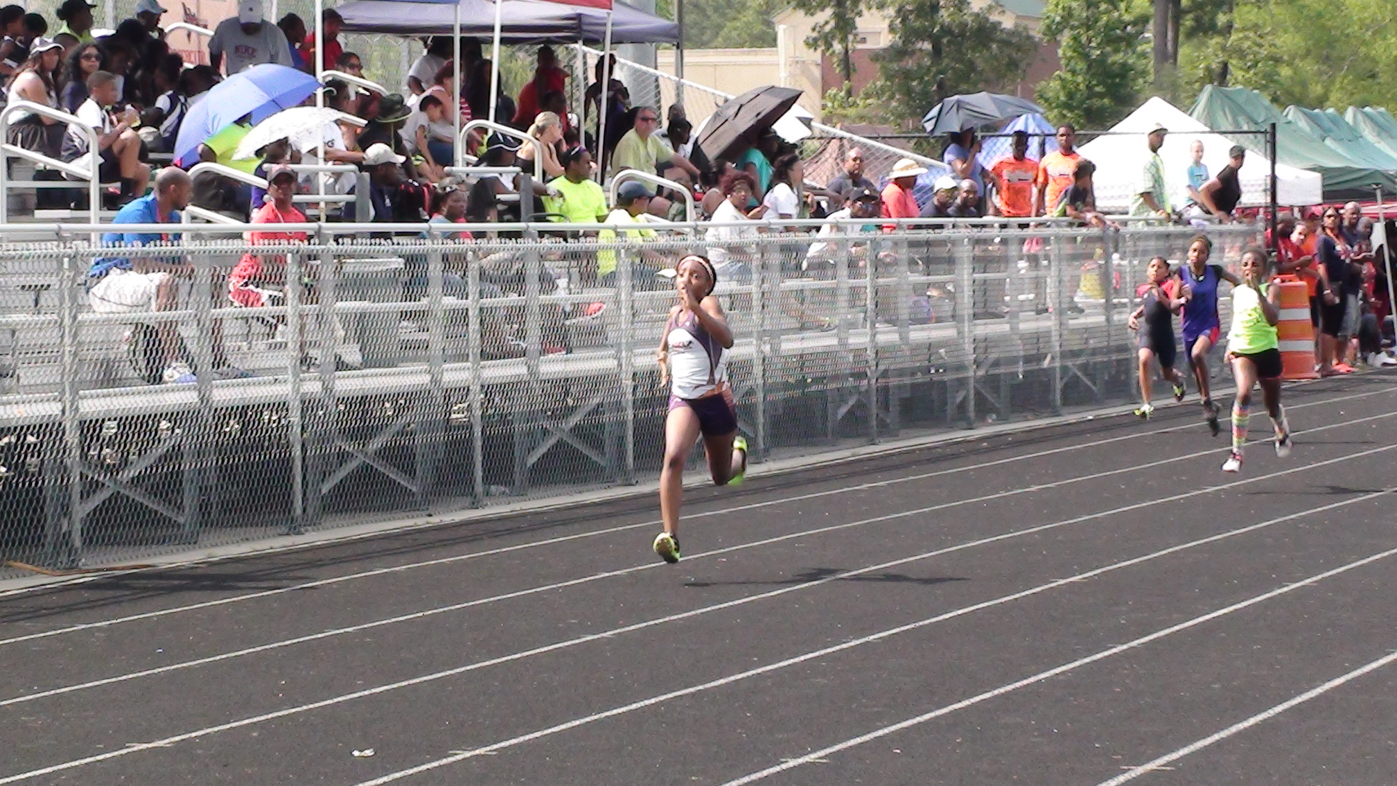 Jurnee running the 200m