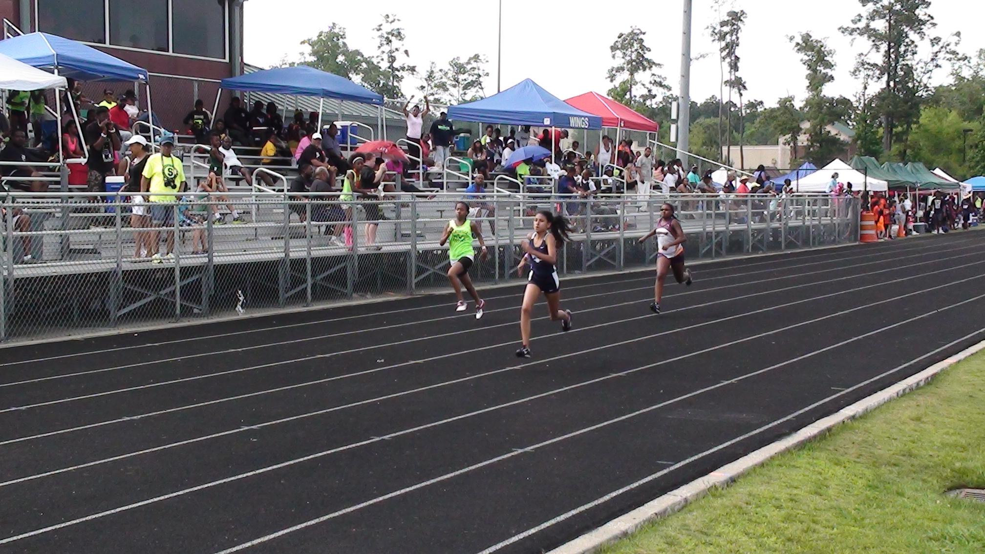 Sydney running the 200m