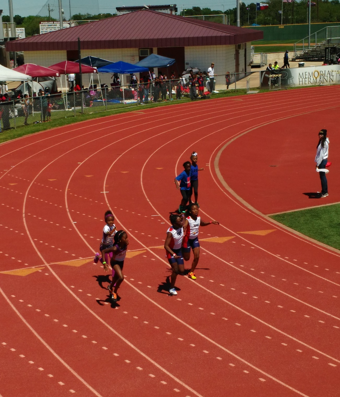 Bantam girls 4x100 final exchange