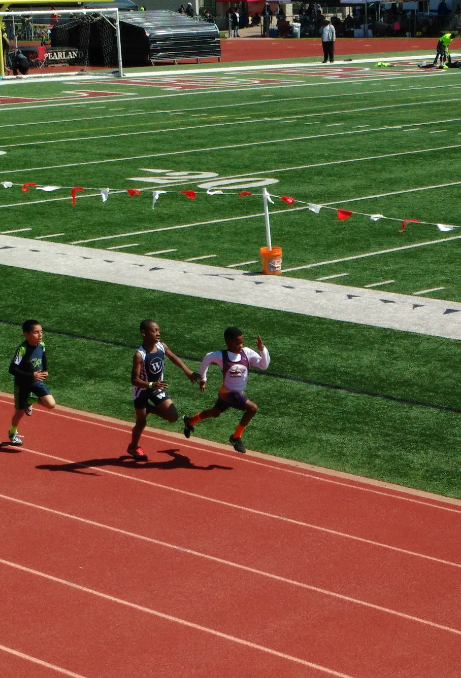 Cayden running the 800