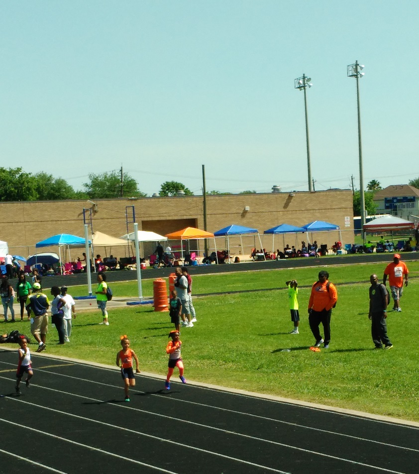 Nevaeh running the 100