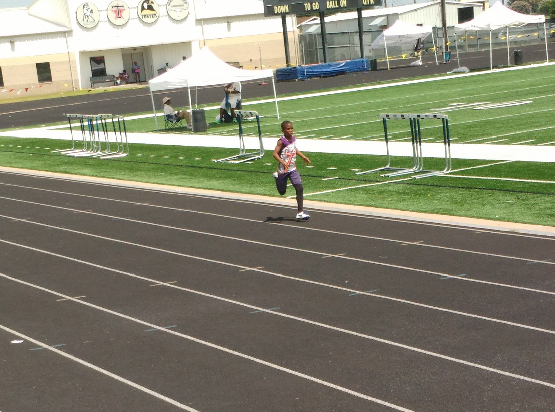 Arik in the 4x400 relay