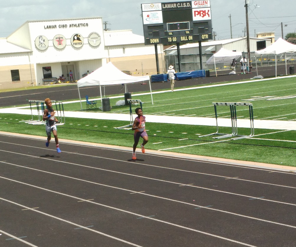Damario in the 4x400 relay