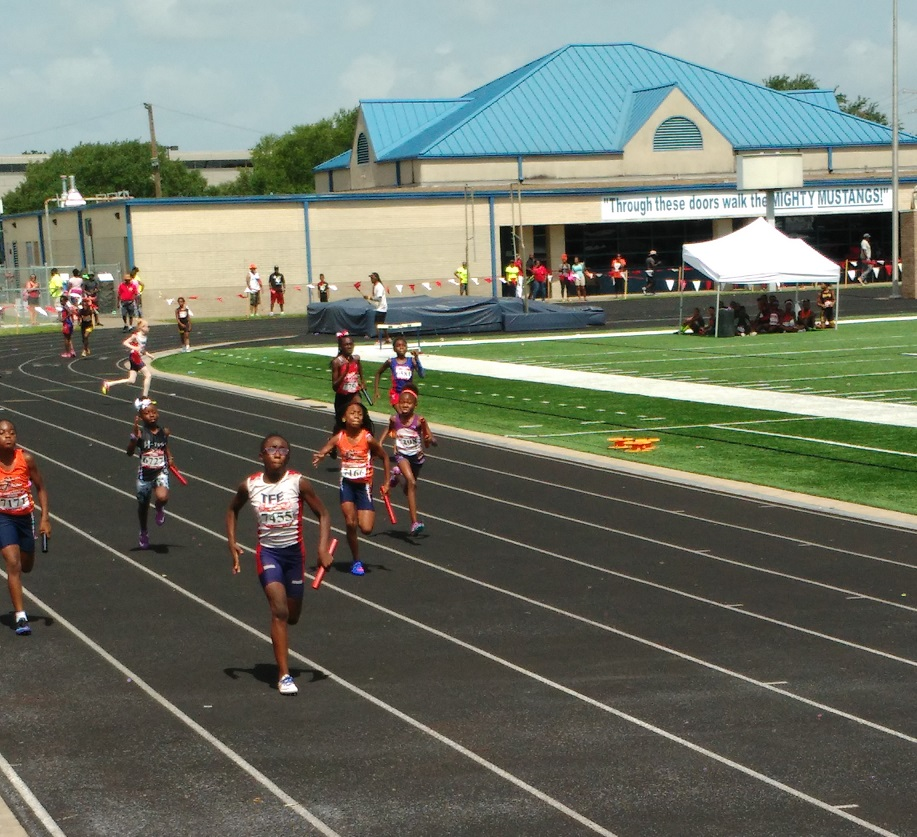 Kylah in the 4x100 relay