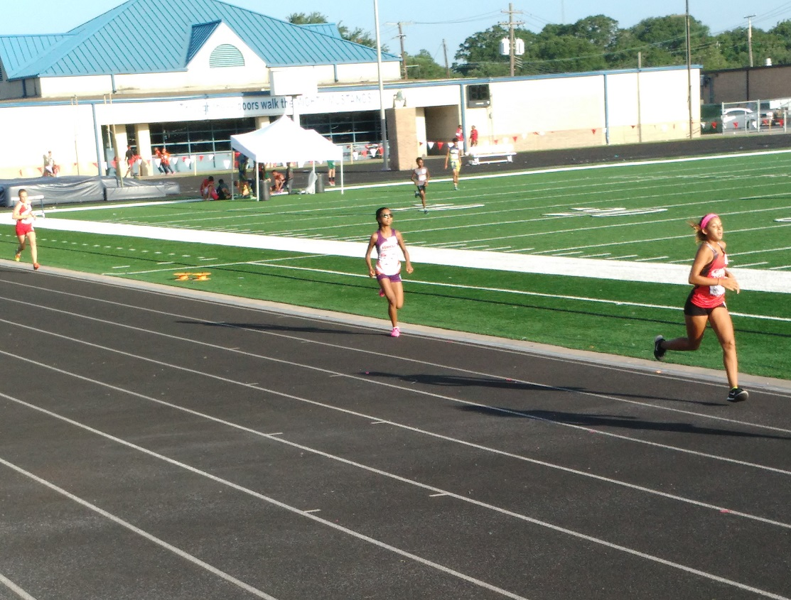 Yasmine running the 1500