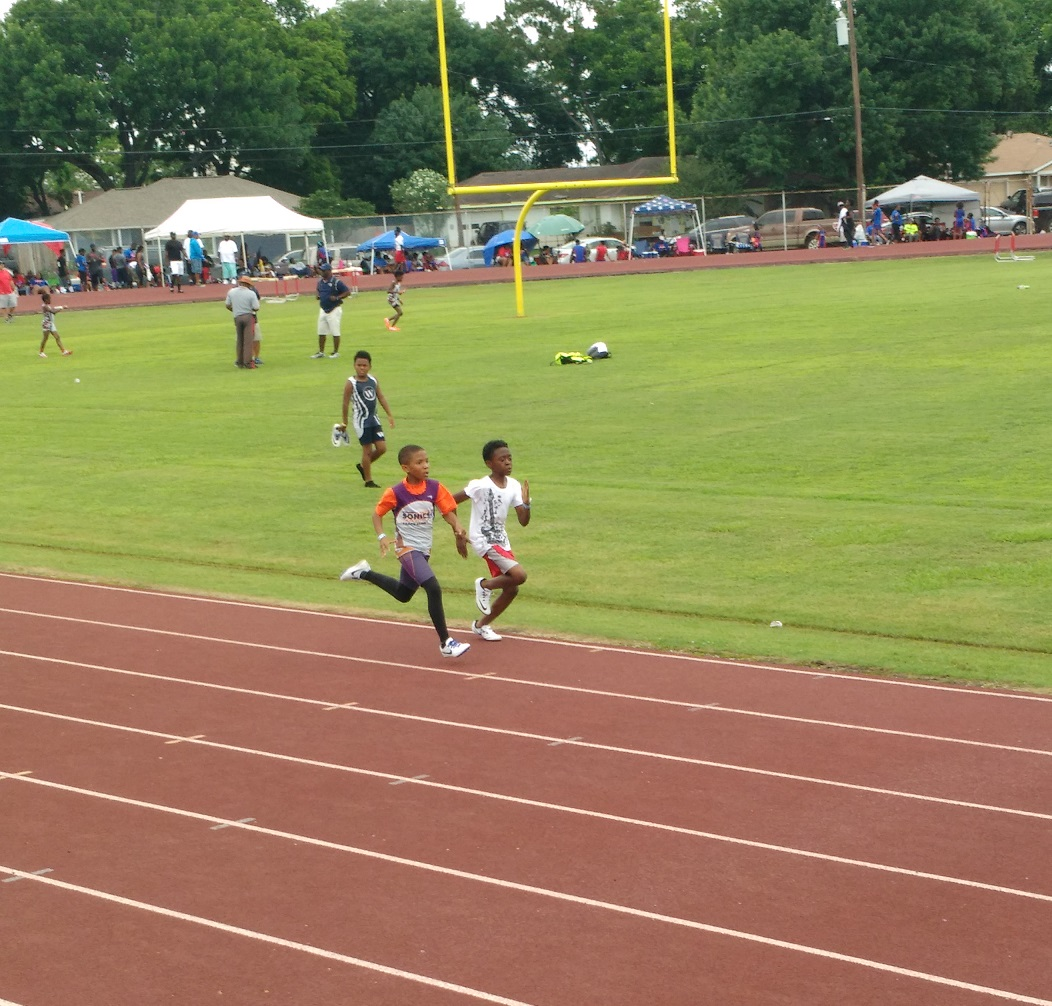 Arik running the 800