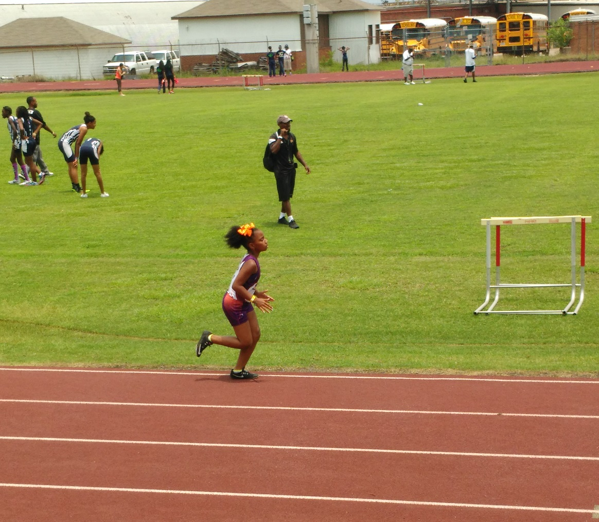 Kayla running the 800