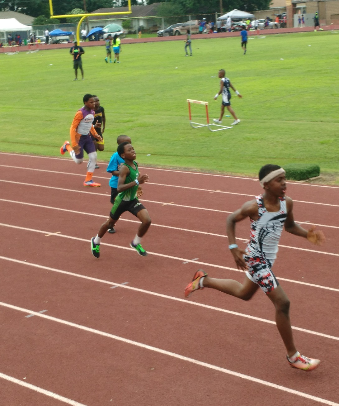 Kenneth running the 200