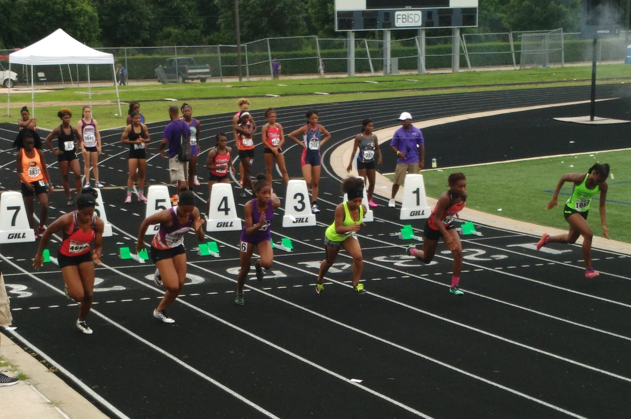 Alyssia running the 100