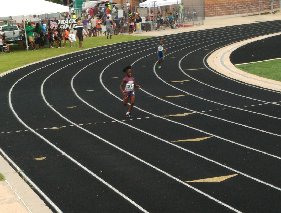 Jim'Myia running the 400