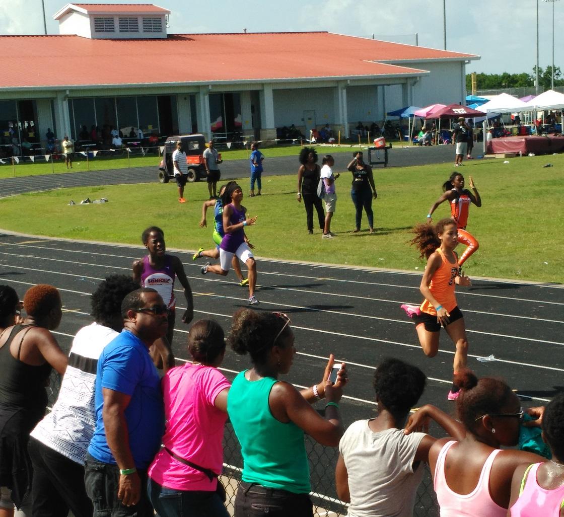 Hannah running the 200