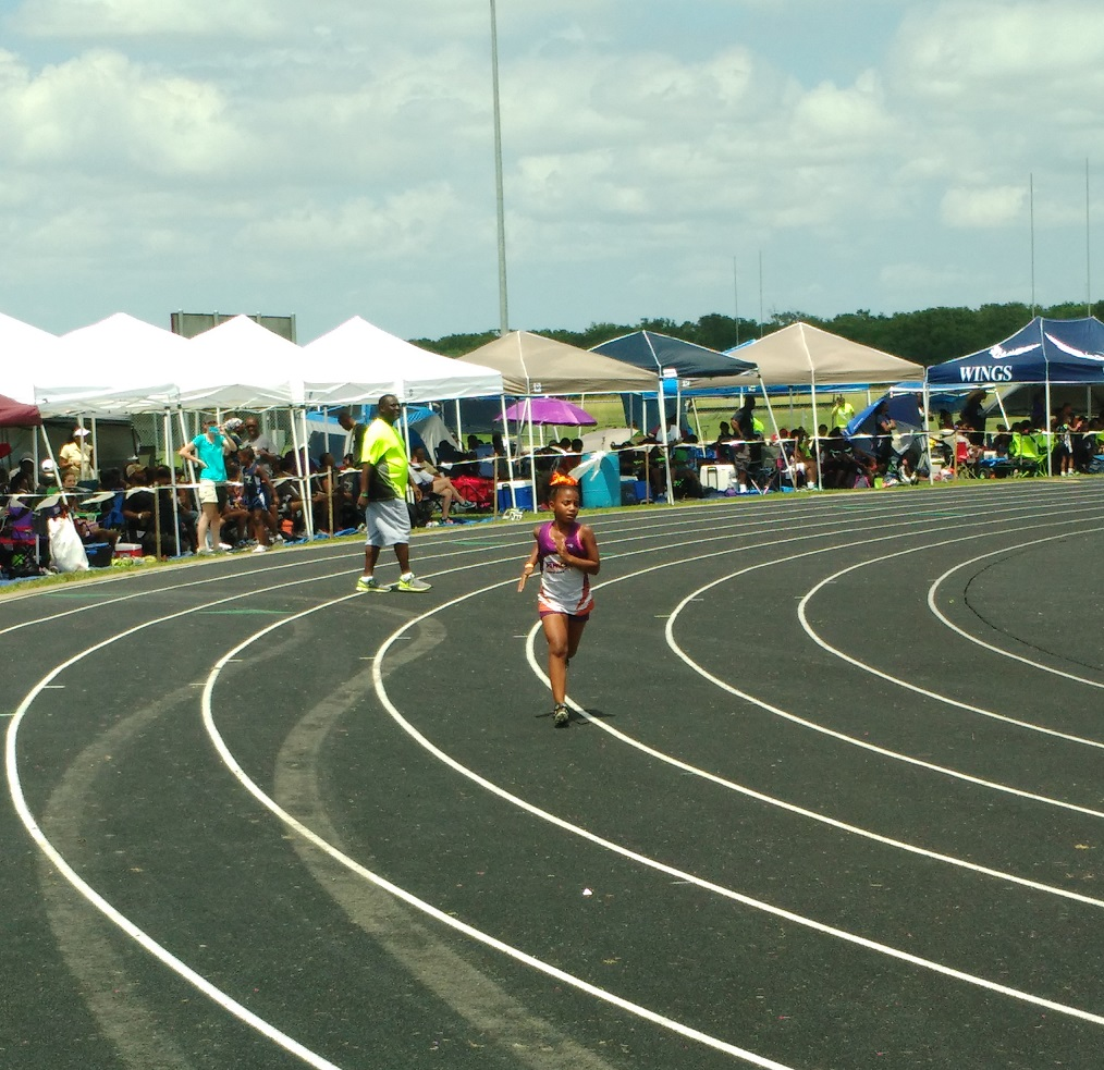 Kayla running the 400