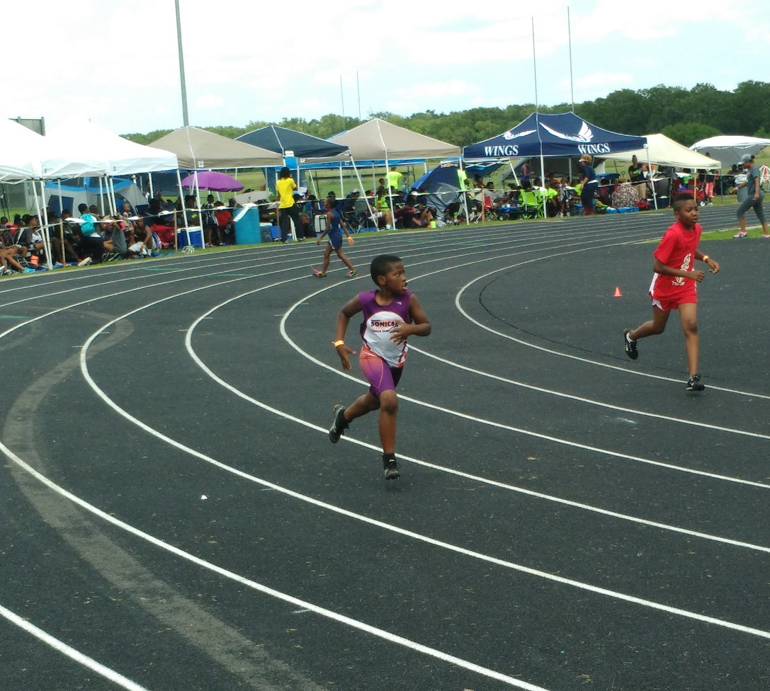 Siyon running the 400