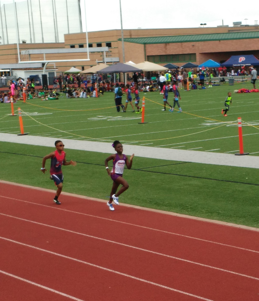 Aryssa running the 800