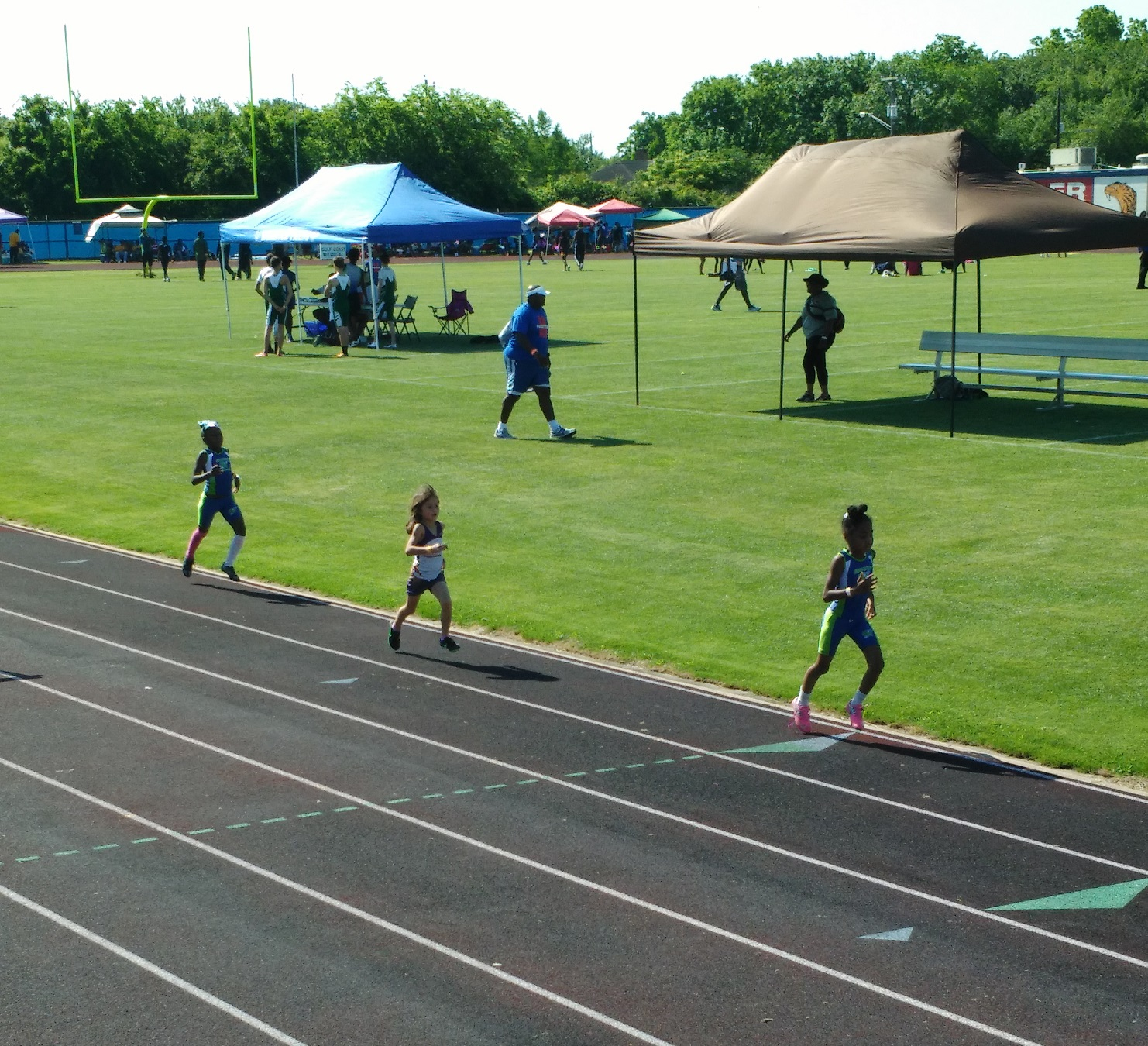 Angela running the 800