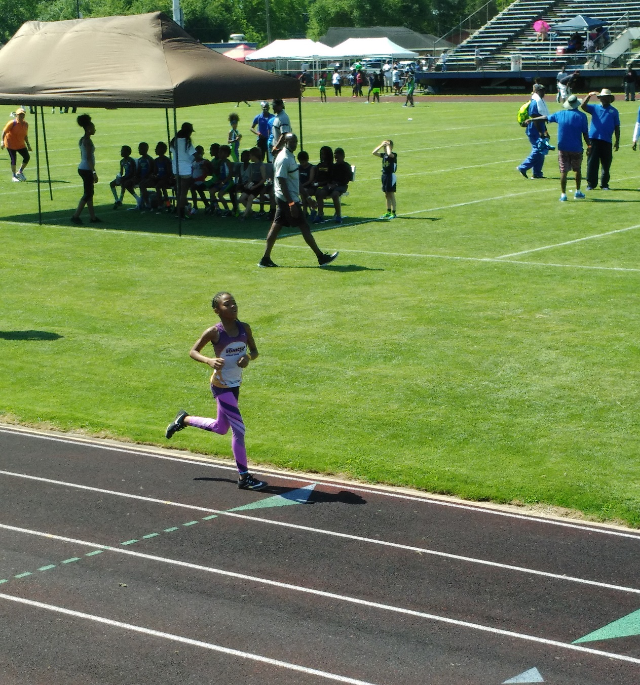 Jayla running the 800