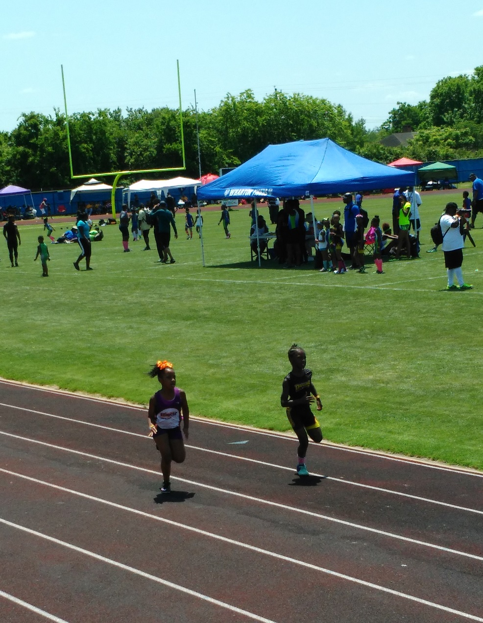 Kayla running the 200