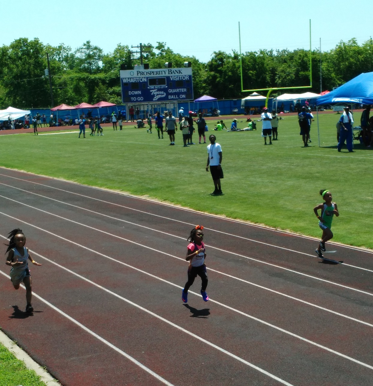 Nevaeh running the 800