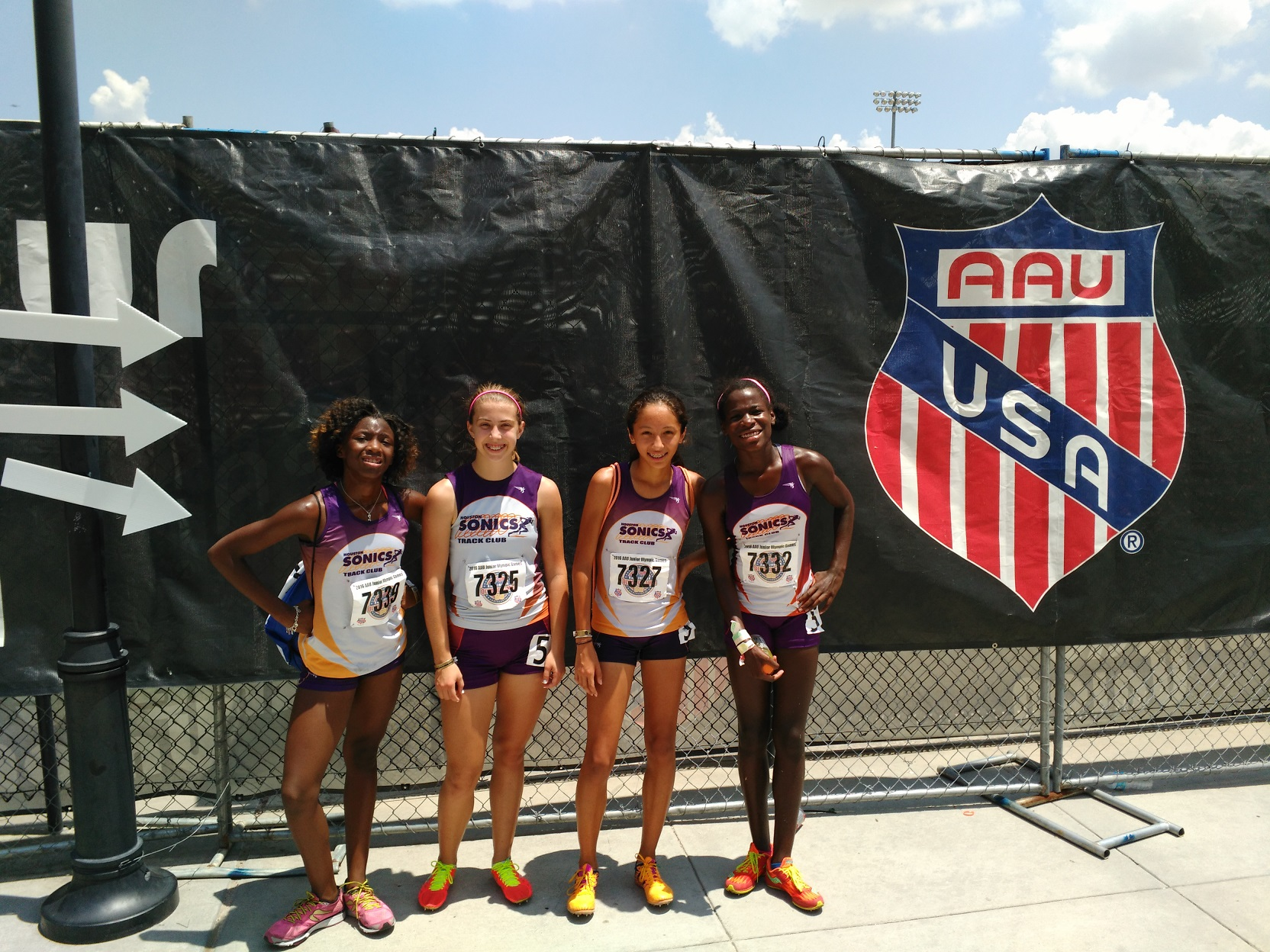 13-14 Girls 4x400 relay team