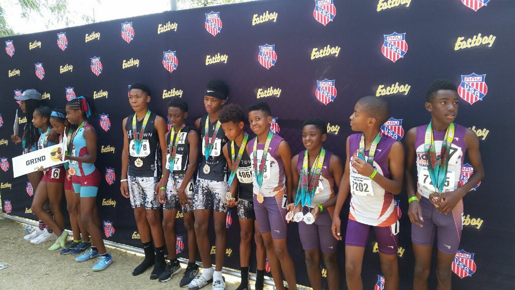 11-12 boys 4x400 medalists