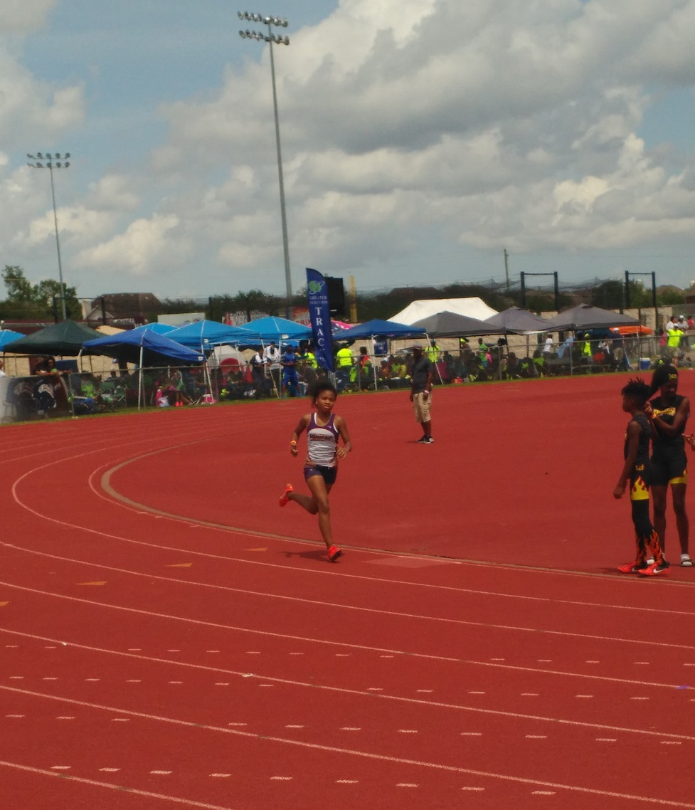 Shayda running the 200