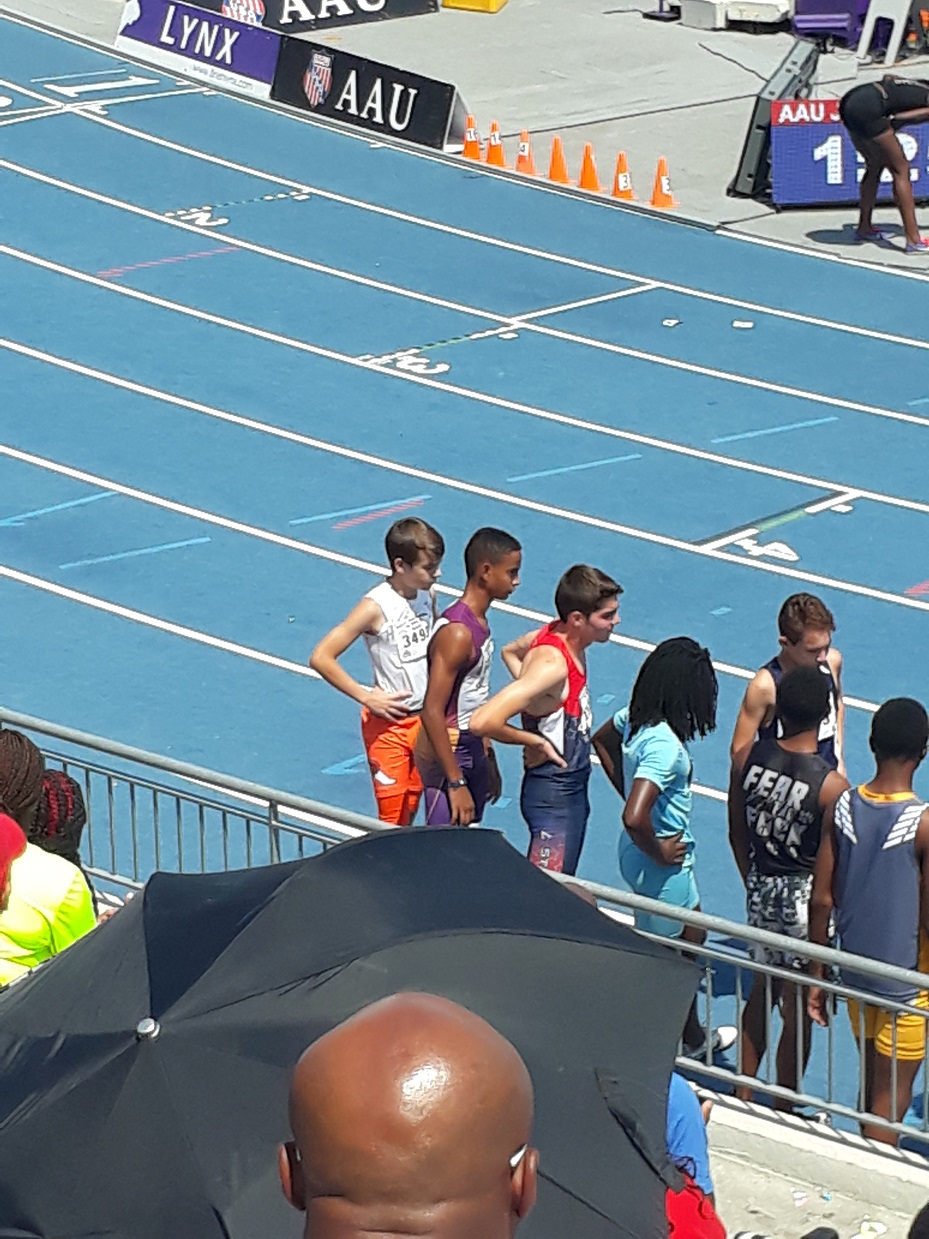 Isaiah lining up for the 4x800