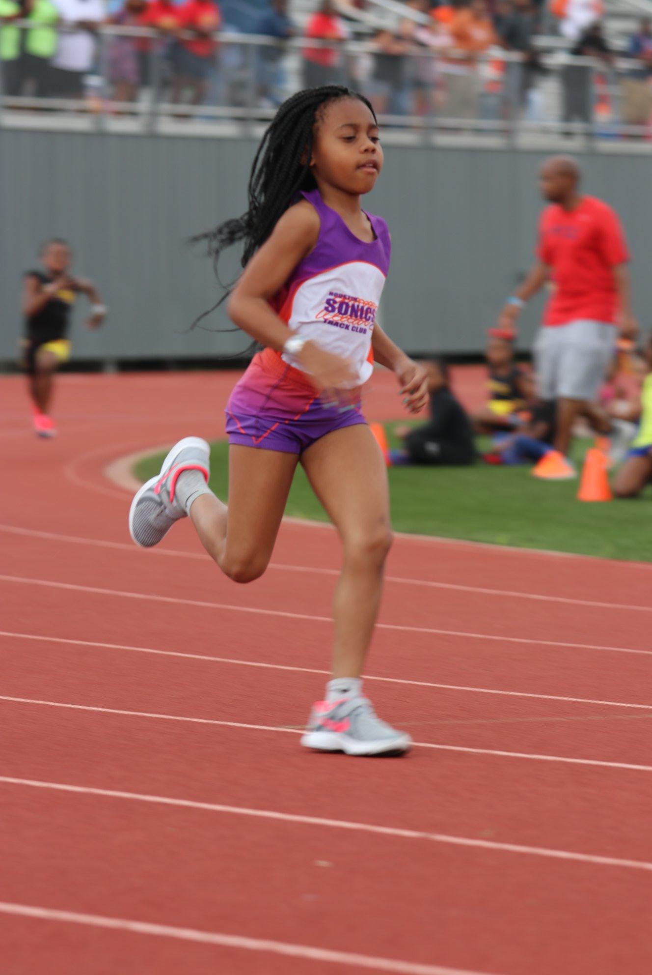 Cassondra running the 400