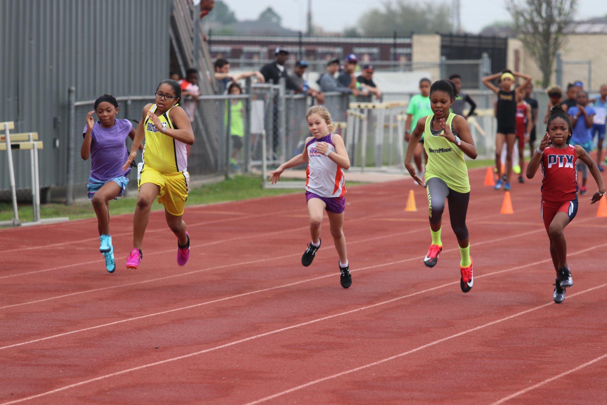 Macyn running the 100