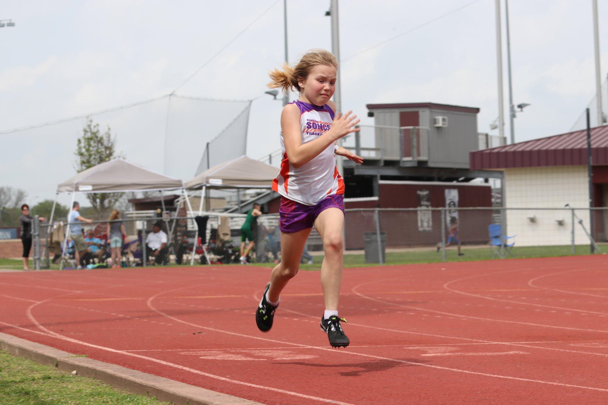 Macyn_running the 400