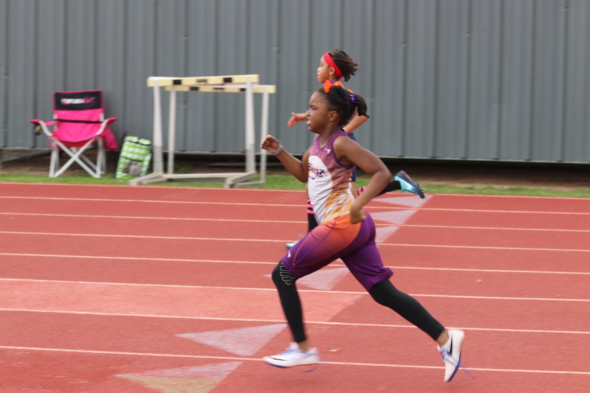 Navaeh running the 400
